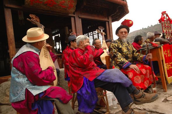 Leisure Moso and Naxi musicians